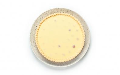Tart s bielou čokoládou a malinami