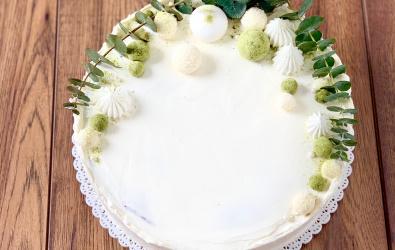 Crêpe Cake s bielou čokoládou a malinami, potiahnutý krémom - 16-20 porcií