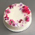 Crêpe Cake s bielou čokoládou a malinami, potiahnutý mascarpone krémom - 26cm, cca. 16-18 porcií