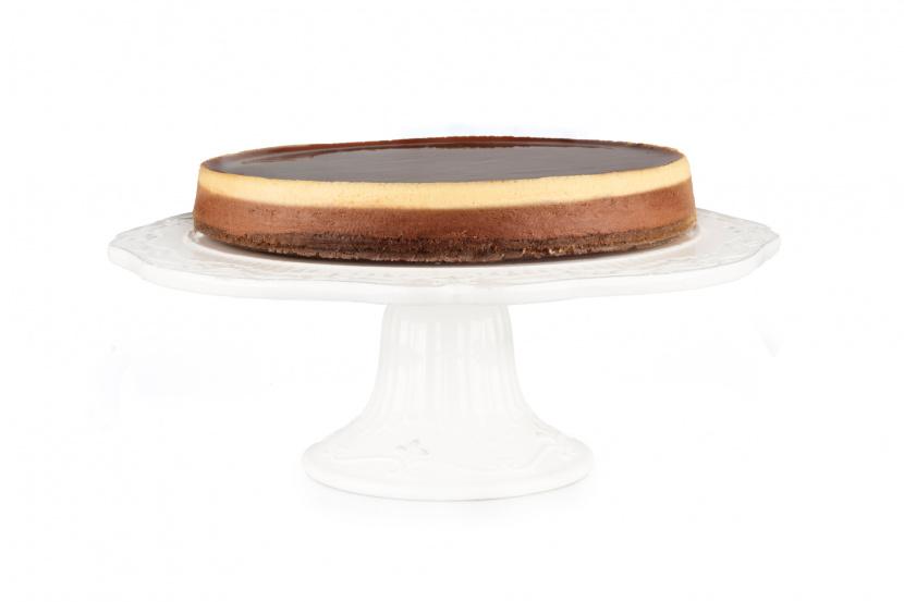 Čokoládový cheesecake z bielej a tmavej čokolády