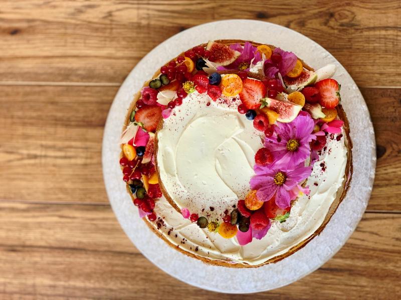 Svadobný poschodový Crêpe Cake