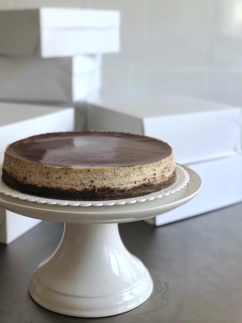 Stracciatella cheesecake s čokoládovou polevou
