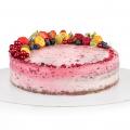 Malinová torta zdobená čerstvým ovocím